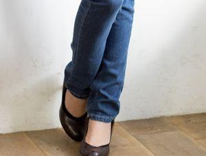 足が長く見えるジーンズ