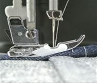 分厚い生地の重ね縫いができるミシン